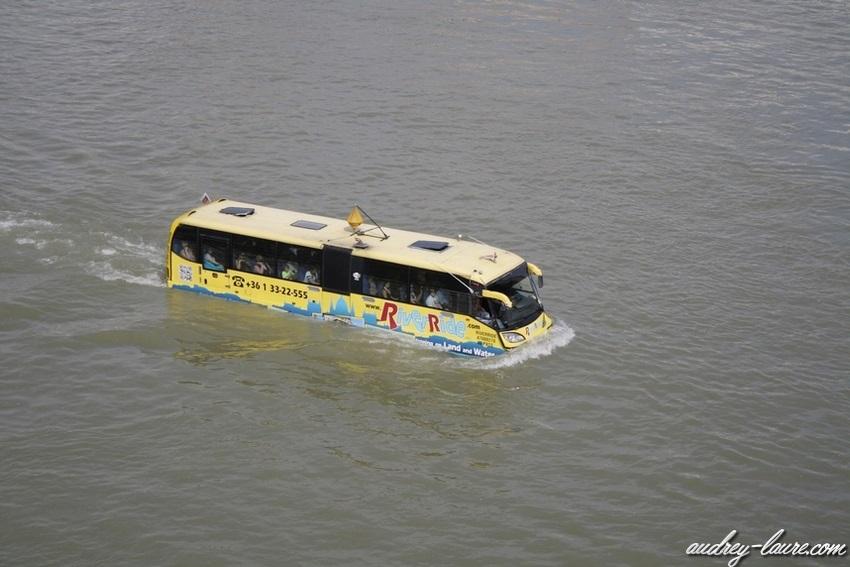 Voyage en Hongrie - Bus flottant