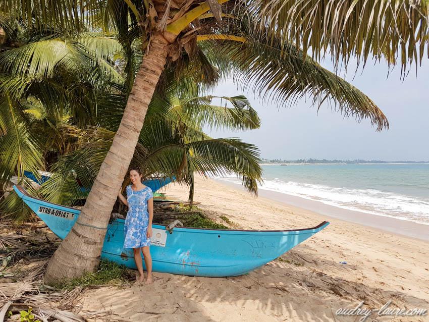 Bateau de pêche sur une plage du Sri Lanka