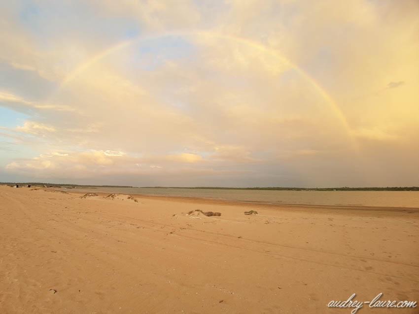 Arc-en-ciel sur la plage déserte et paradisiaque de Kalpitiya - Sri Lanka
