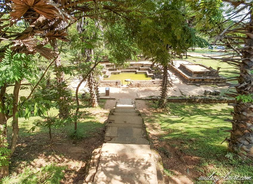 bain du roi - Polonnaruwa -Kumara Pokuna -Sri Lanka
