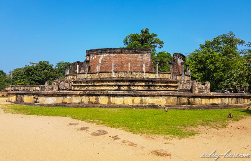 Polonnaruwa, Sri Lanka - terrasse de la relique de la dent- quadrilatère - Dalada Maluwa