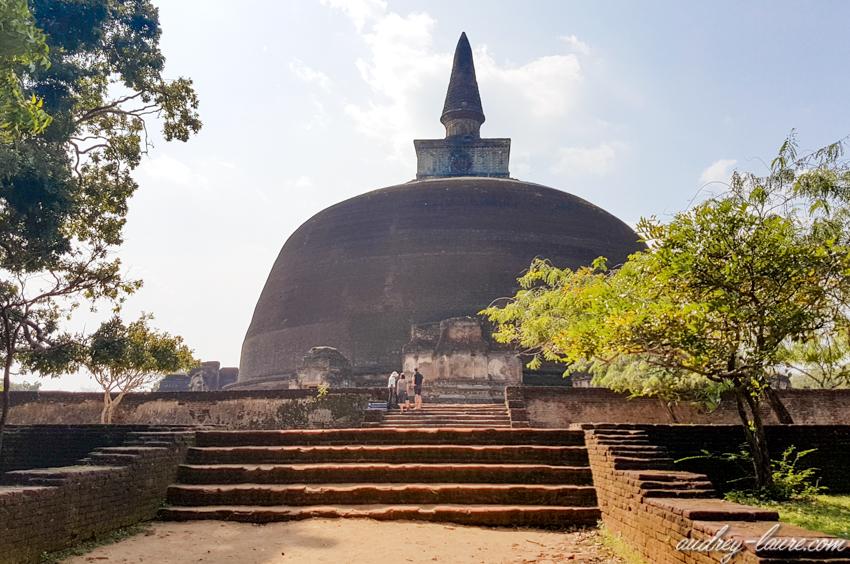 dagoba de Rankot Vihara à Polonnaruwa