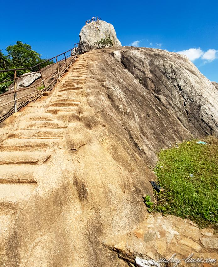Mihintale, Sri Lanka - rocher Aradhana Gala