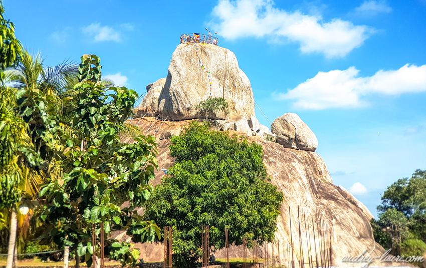 Mihintale, Sri Lanka - rocher Aradhana Gala - escaliers taillés dans le roc