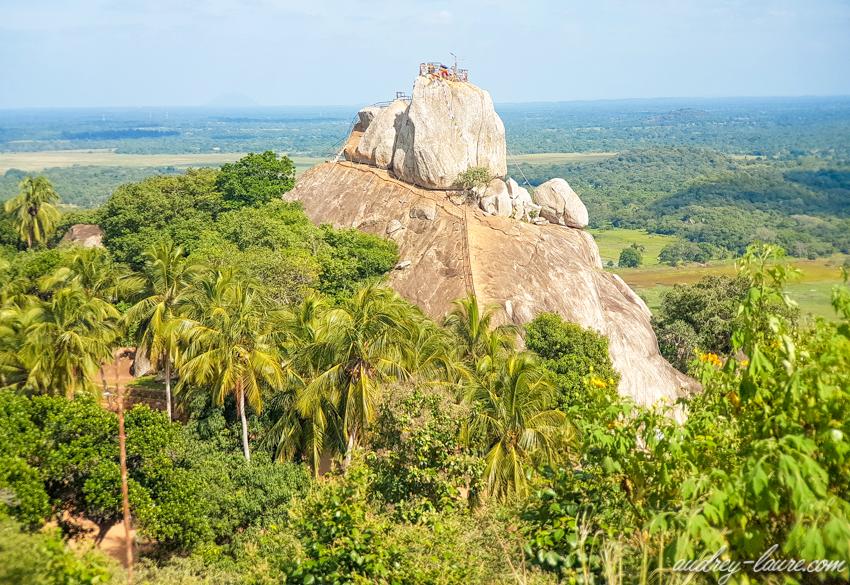 Mihintale, Sri Lanka - rocher Aradhana Gala - escaliers taillés dans la roche