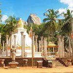 Mihintale : un grand Bouddha blanc, beaucoup d'escaliers et quelques dagobas