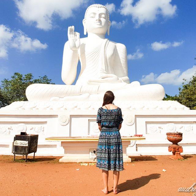 Statue Bouddha blanc Mihintale sri lanka