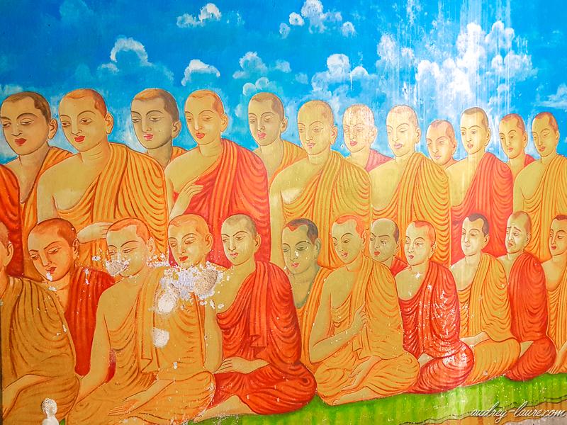 bouddha voyage Sri Lanka : temple bouddhiste d'Aluvihara peintures fresques grottes