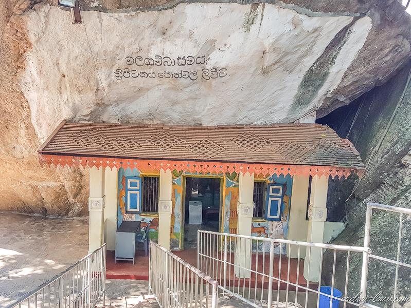 prix entrée tarifs voyage Sri Lanka : temple bouddhiste d'Aluvihara peintures fresques grottes