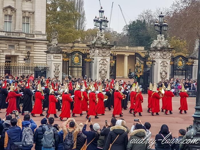 Relève-de-la-garde-Buckingam-Palace-Londres-